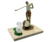 Nais golfari kellolla ja kelolaudalla